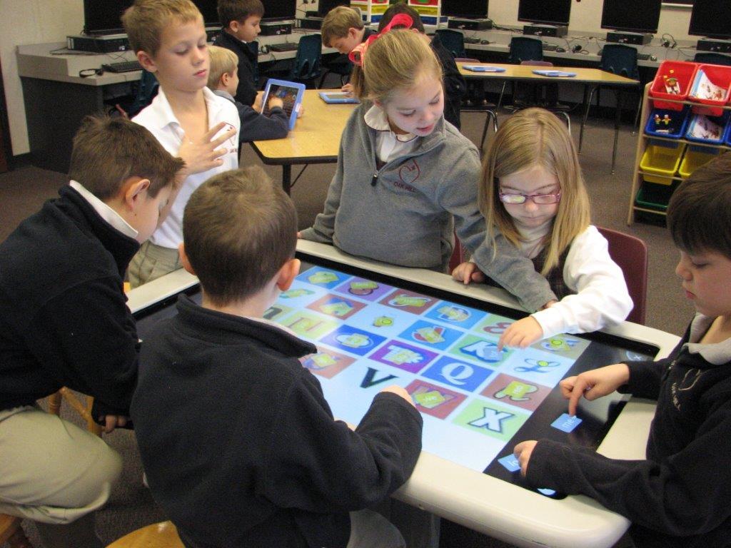 smart table di sekolah