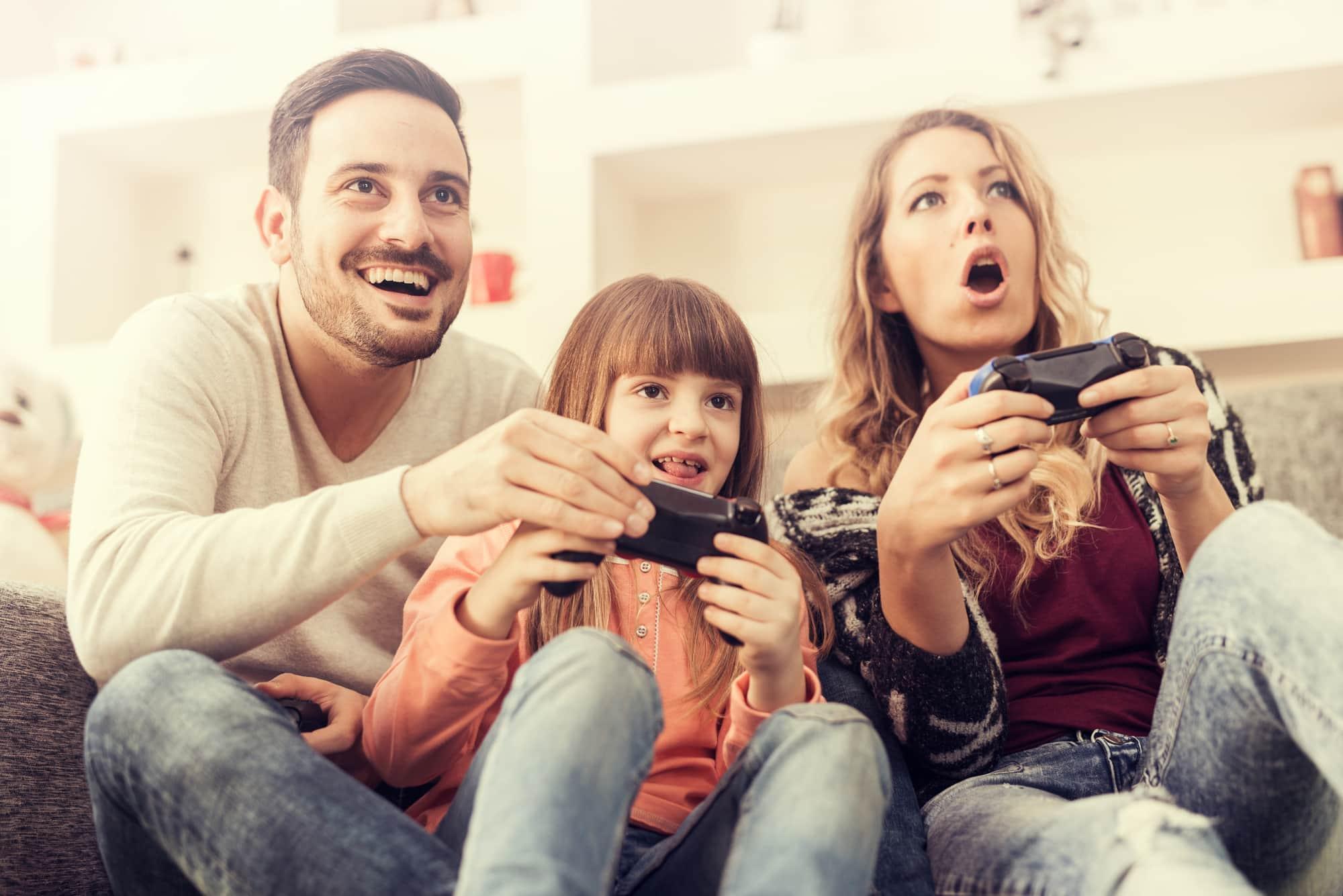 bermain game bersama keluarga