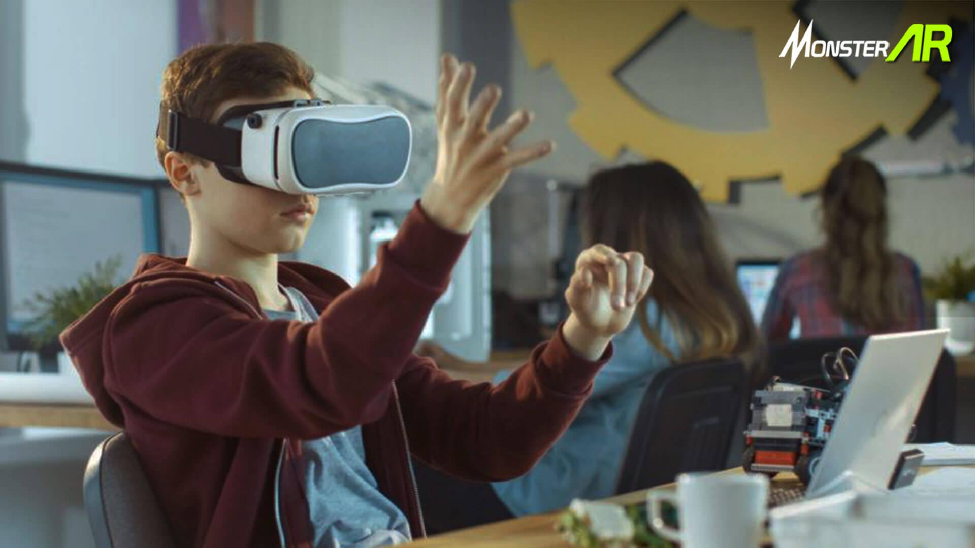 Teknologi AR/VR di Sekolah